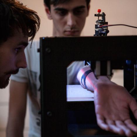 Tatoue-3D-printing-tattoo-machine-by-Appropriate-Audiences_dezeen_468_0-2.103534