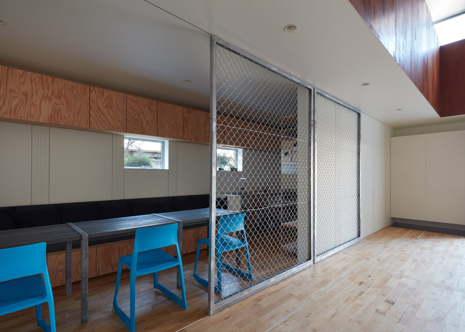 Dining Of Basketball Court House By Koizumi Sekkei Koizumi Sekkei Designs House Basketball Court At Its Basketball Courts Queens Basketball Court Nyc Japan houzz-03 Indoor Basketball Court