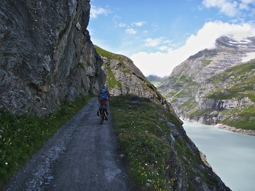 trail above Lac de Mauvoisin