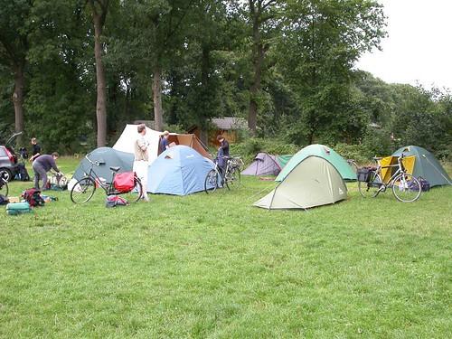 Ons kampeerhoekje op de weide