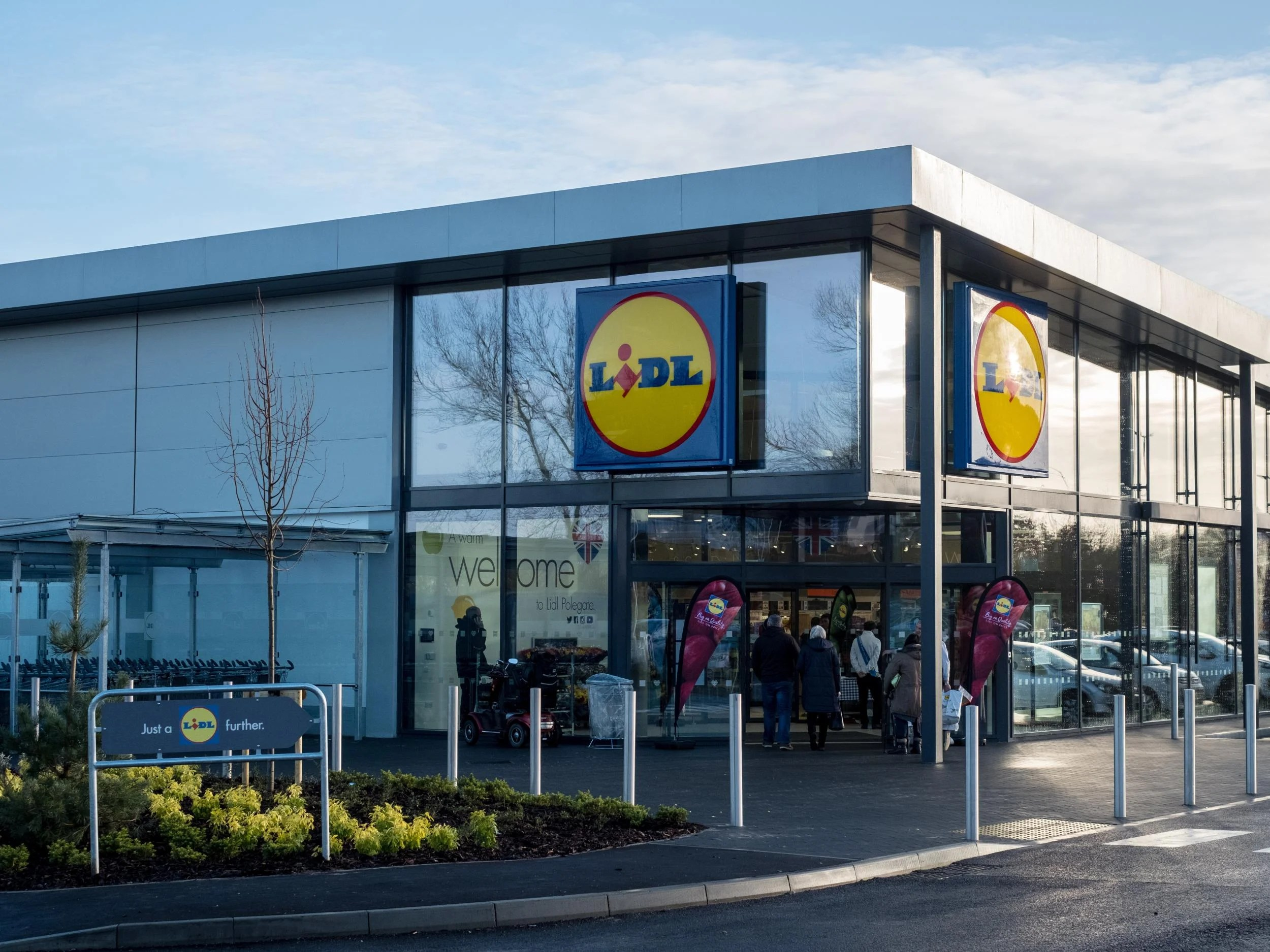 Lidl to create 700 new UK jobs as part of massive expansion drive     Lidl to create 700 new UK jobs as part of massive expansion drive   The  Independent