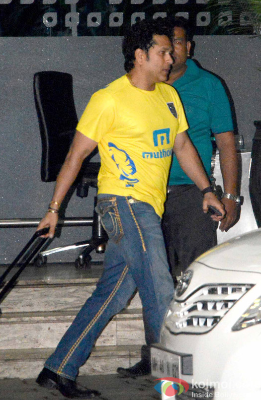 Sachin Tendulkar spotted at Airport