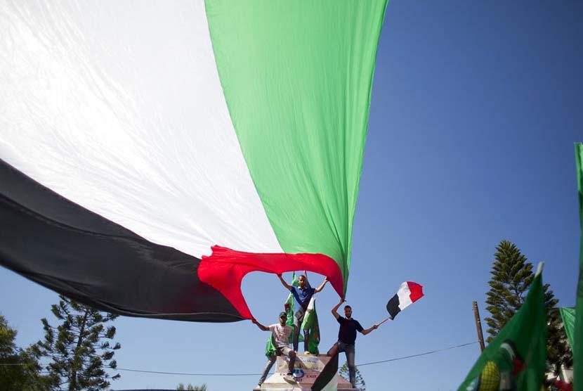 Warga Palestina di Gaza City, menyambut gembira kesepakatan rekonsiliasi antara Hamas dan Fatah (Ilustrasi)