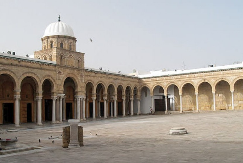 Bagian luar Masjid Agung Zaytuna.