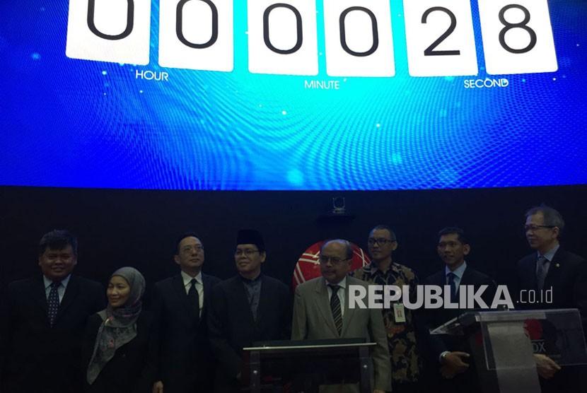 Baznas meluncurkan Zakat Sedekah Zakat dan Saham (Sazadah) di Gedung Bursa Efek Indonesia (BEI), Jakarta, Senin (13/11).