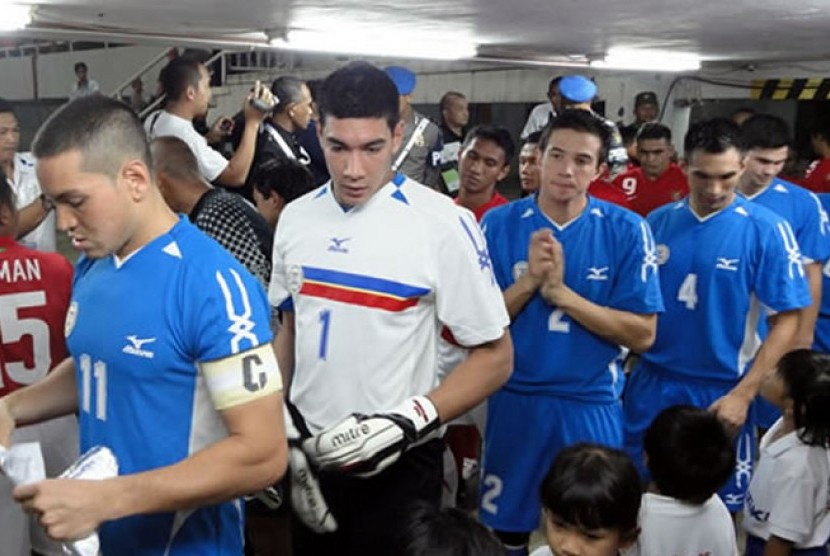 kiper utama filipina neil etheridge