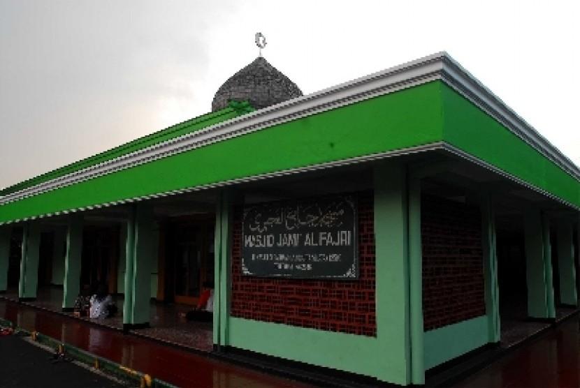 Masjid yang dibangun diatas tanah wakaf.