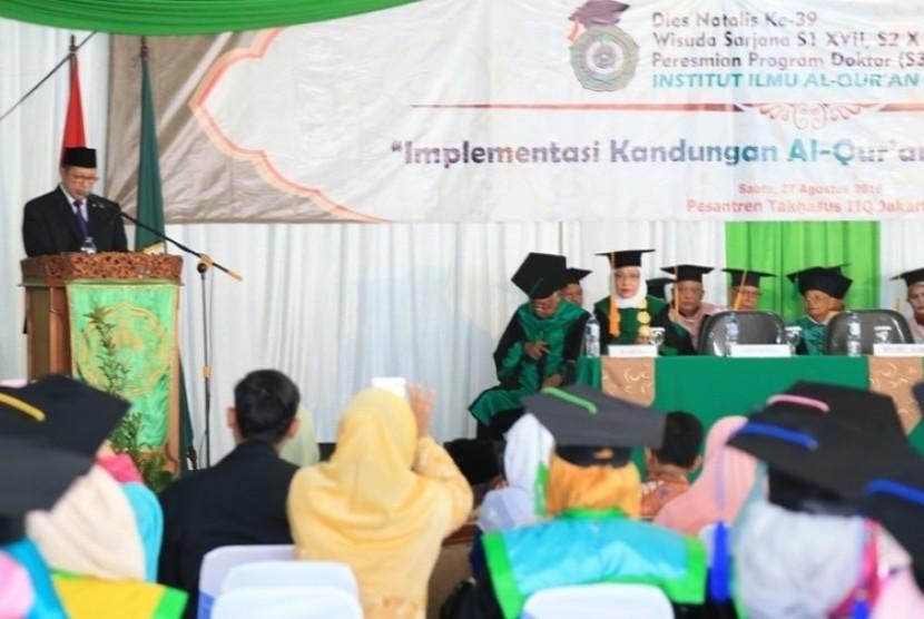 Menteri Agama Lukman Hakim Saifuddin dalam Wisuda ke-17 IIQ, di Pamulang, Sabtu (27/8)