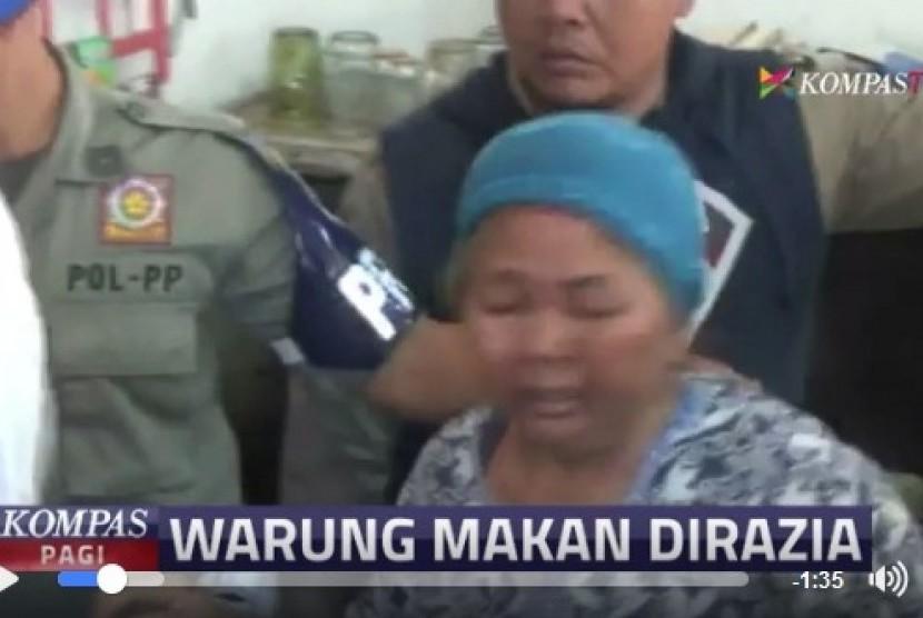 Penggalan berita mengenai razia warung makan yang tetap buka selama Ramadhan di Serang, Banten.