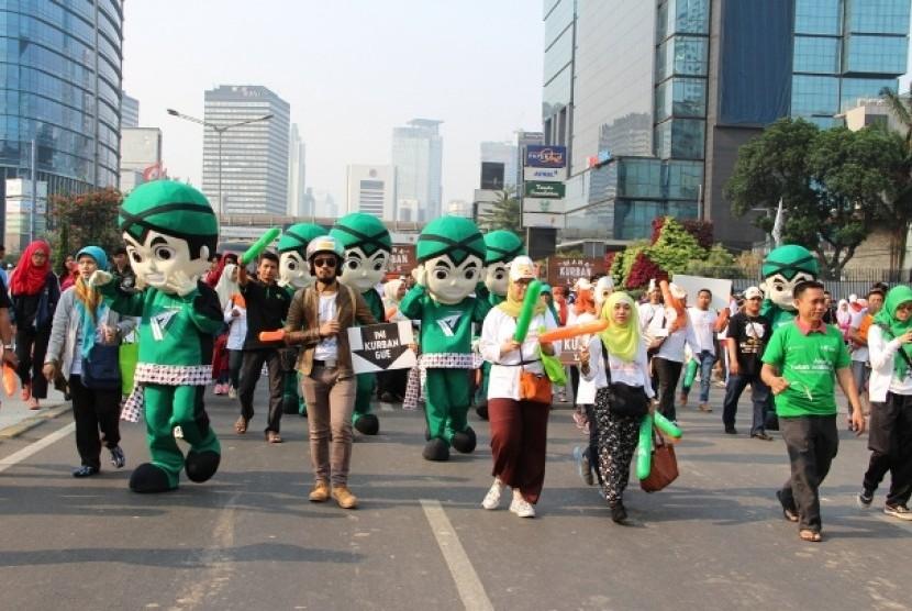ratusan relawan dompet-dhuafa gelar long march ajak masyarakat berkurban