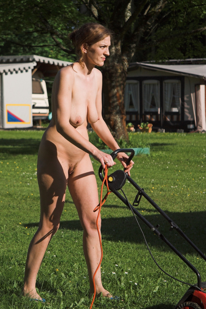 naked mama