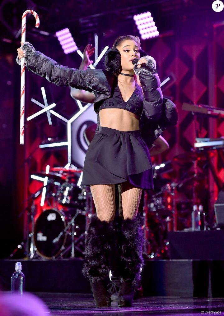 """Ariana Grande - Show - Soirée """"Z100's Jingle Ball 2016"""" au Madison Square Garden à New York, le 9 décembre 2016."""