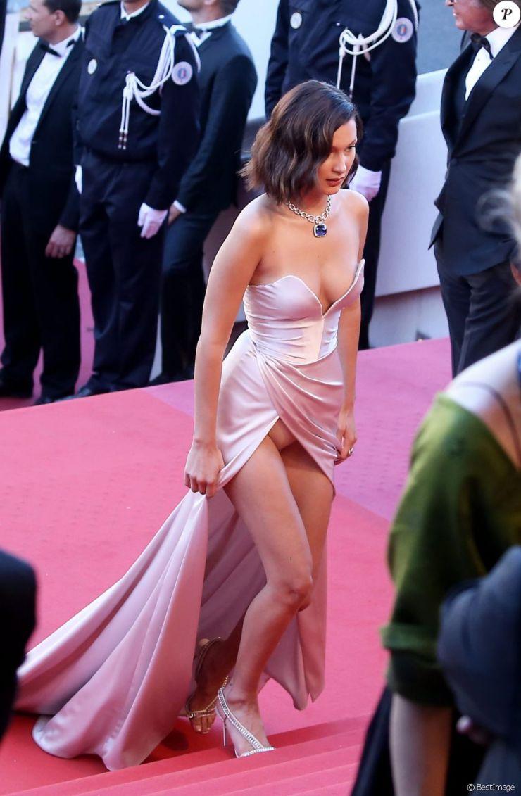 """Bella Hadid (robe Alexandre Vauthier)- Montée des marches du film """"Les Fantômes d'Ismaël"""" lors de la cérémonie d'ouverture du 70e Festival International du Film de Cannes. Le 17 mai 2017 © Borde-Jacovides-Moreau/Bestimage"""
