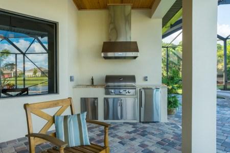 villa verde summer kitchen