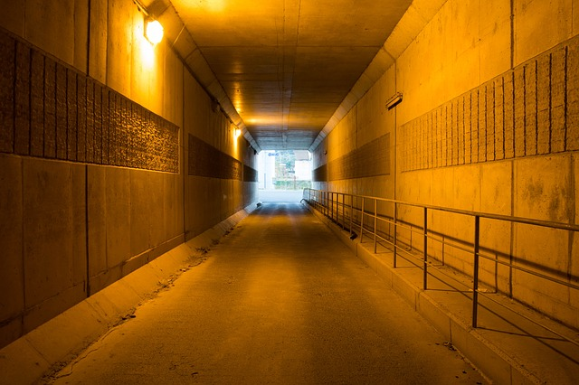 tunnel-534291_640