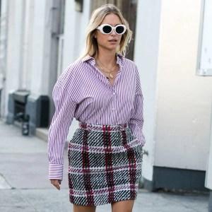 street-style-look-pernille-camisa-listrada-saia-xadrez
