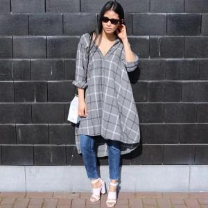 street-style-look-chemise-xadrez-sapato-branco
