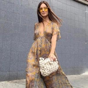 street-style-look-oculos-amarelo-vestido-longo