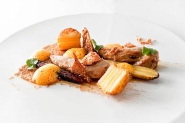 Coq au vin blanc | 3 x Karotte | Dattel | Safrankartoffel