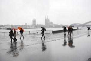 Köln Rheinboulevard im Regen