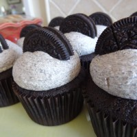 Come to the Dark Side: Oreo Cupcakes