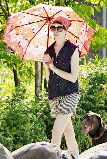 annehathway-parasol