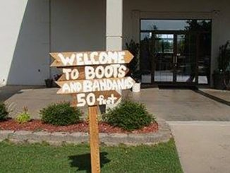 b and b sign to entrance