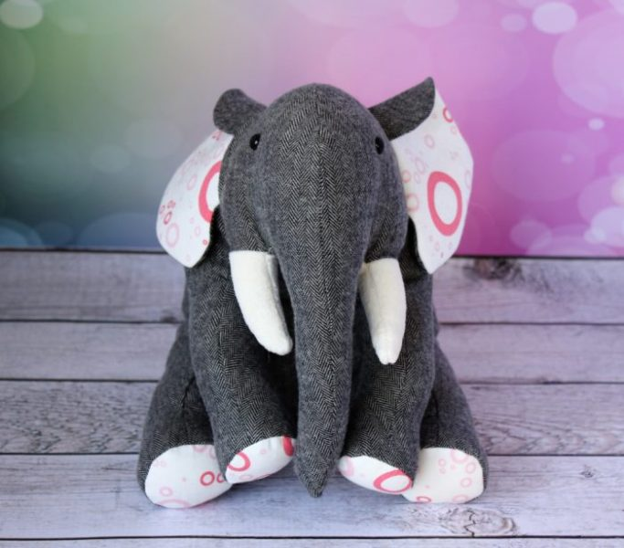 Custom elephant, by Stitchfied