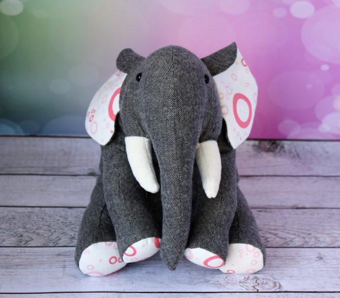 Custom elephant, by Stitchfied