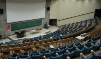 1024px-Curtis_Lecture_Halls_interior_view3_empty_class
