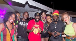 Taurus Riley (centre) meets some of his most ardent fans including Paradise Prints' Fiona Compton (far right) and Meme Bete's Taribba do Nascimento (far left).