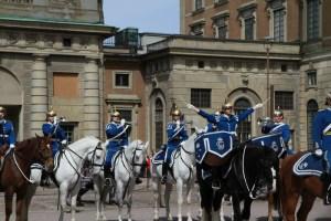 Смена караула у Королевского дворца в Стокгольме, посмотреть на экскурсии с русским гидом по Стокгольму