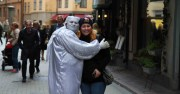 девушка и привидение в Старом городе Стокгольма