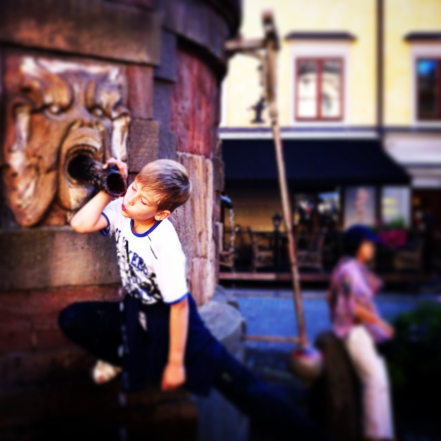 фонтан на Старой площади в Стокгольме