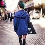 девушка с колготках на улице стокгольма