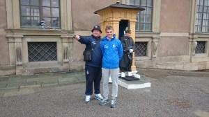 селфи динамо с почетным караулом у дворца в стокгольме
