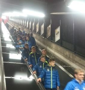 динамо спускается в метро в стокгольме