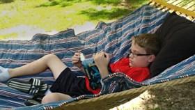 hammock_reading