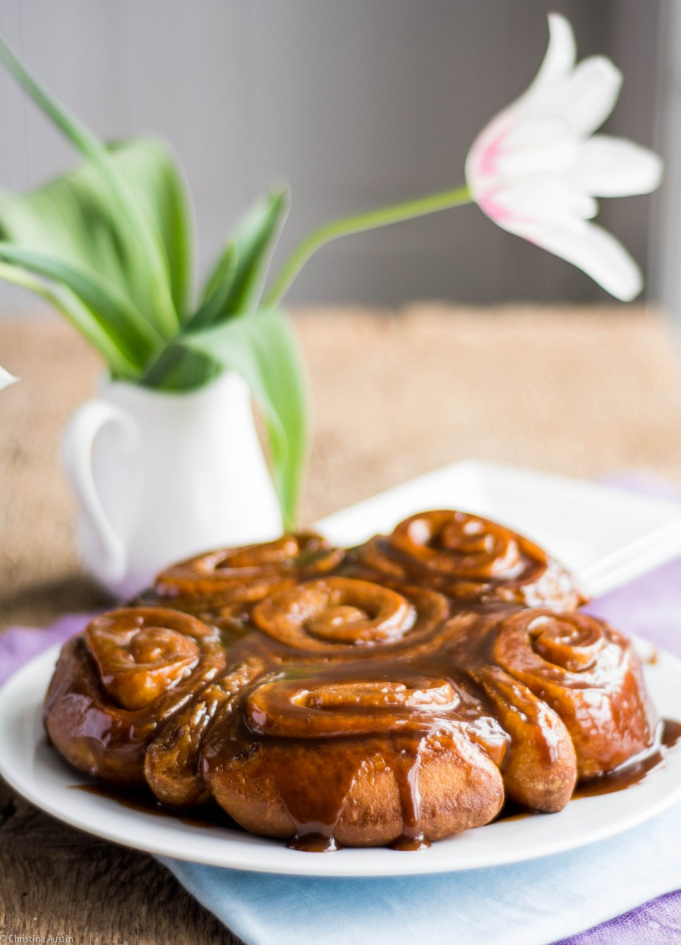 Cinnamon buns with sticky topping