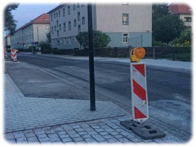Ein paar Warnpaken stehen noch, aber beide Brücken-Fahrbahnen der Hepkestraße sind nun freigegeben. Foto: Heiko Weckbrodt