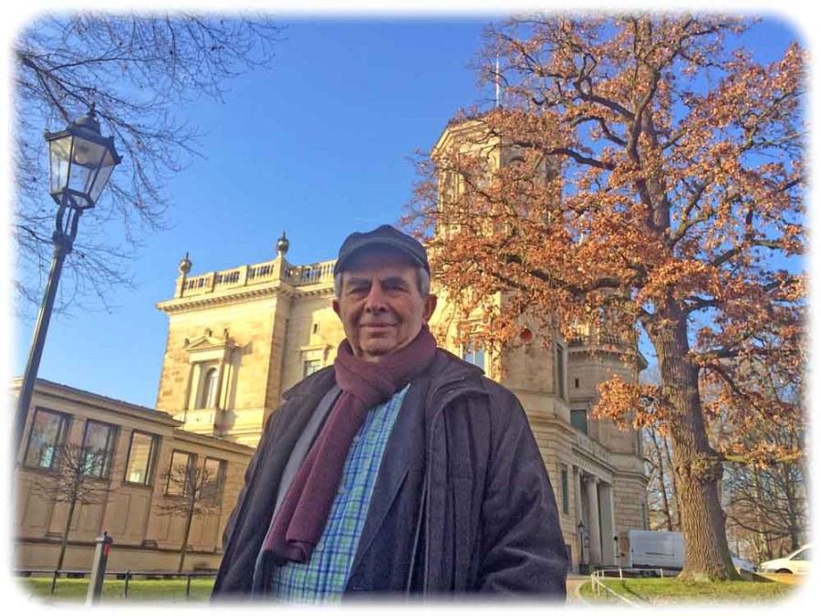 Peter Lenk vor dem Lingnerschloss Dresden. Foto: hw