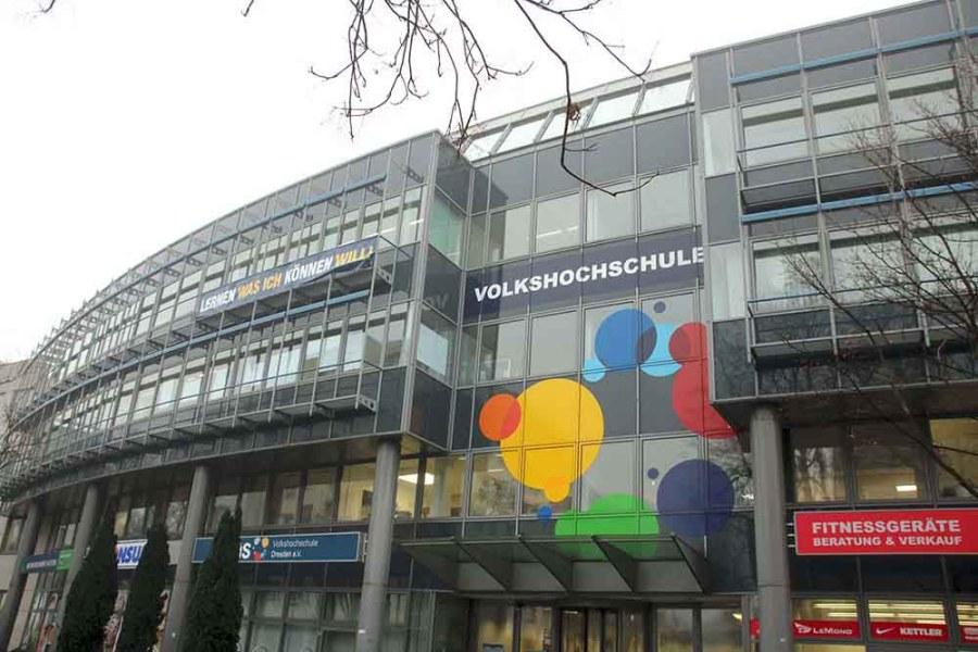 Der hauptsitz der Volkshochschule Dresden ist ein Jahr nach dem Umzug an die Annenstraße mit seinem Kursangebot schon wieder nahe an die Kapazitätsgrenze gekommen. Foto: Heiko Weckbrodt