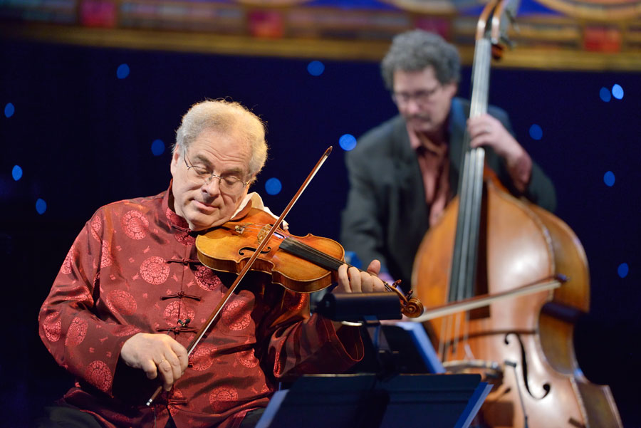 Itzhak Perlman violin player Strings Magazine October 2015