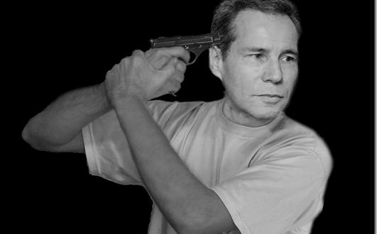 nisman arma blanco y negro[2]