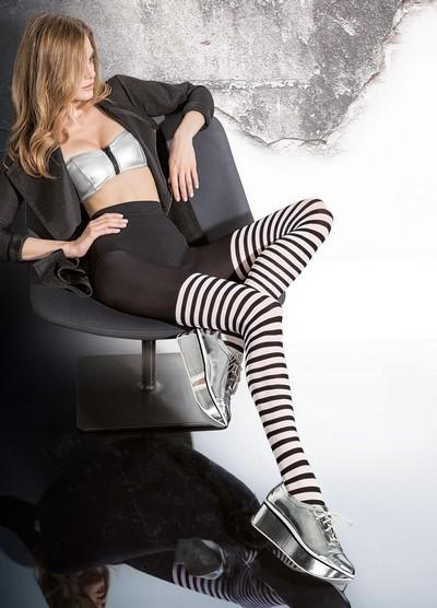 Schwarz-weiße Ringelstrumpfhose in raffiniertem Overknee-Look Madisa von Fiore