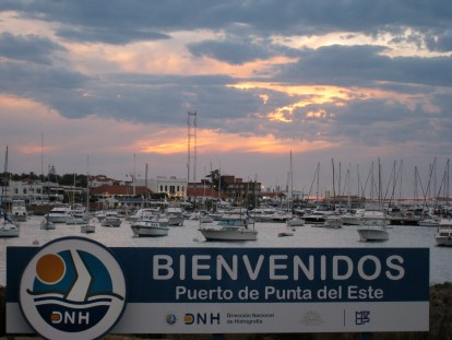 El atardecer en el puerto de Punta del Este