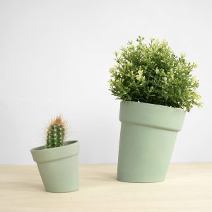 C04 Distorted flowerpot studio lorier - large and small flowerpots - skew pot - planter