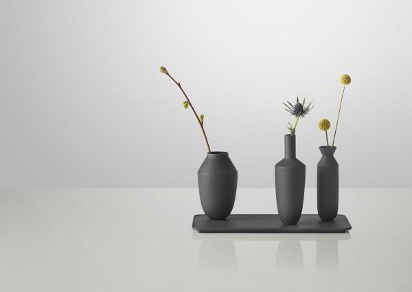 muuto-balance_vase_set_black_flowers_