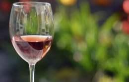 wino-szlachetnym-napojem