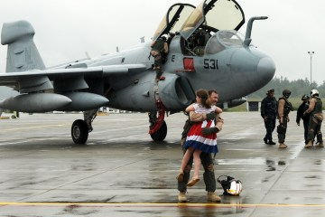 Girl reunites with her Air Force father